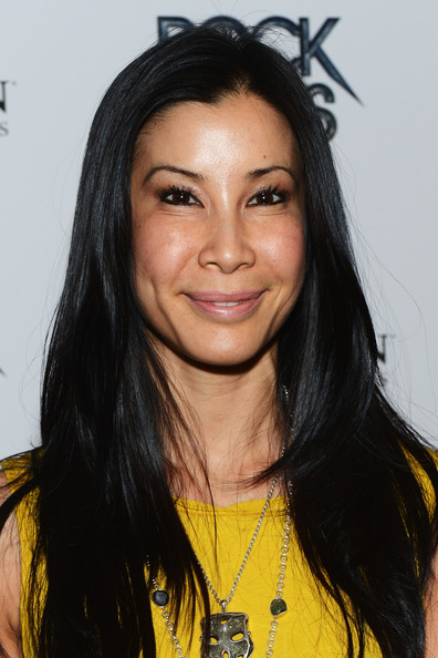 how tall is lisa ling