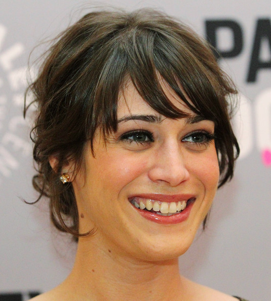 Lizzy Caplan - Photo Gallery
