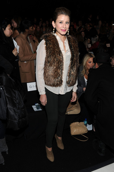 http://www1.pictures.zimbio.com/gi/Lo+Bosworth+Rebecca+Minkoff+Front+Row+Fall+vg9ihZ4bgRSl.jpg
