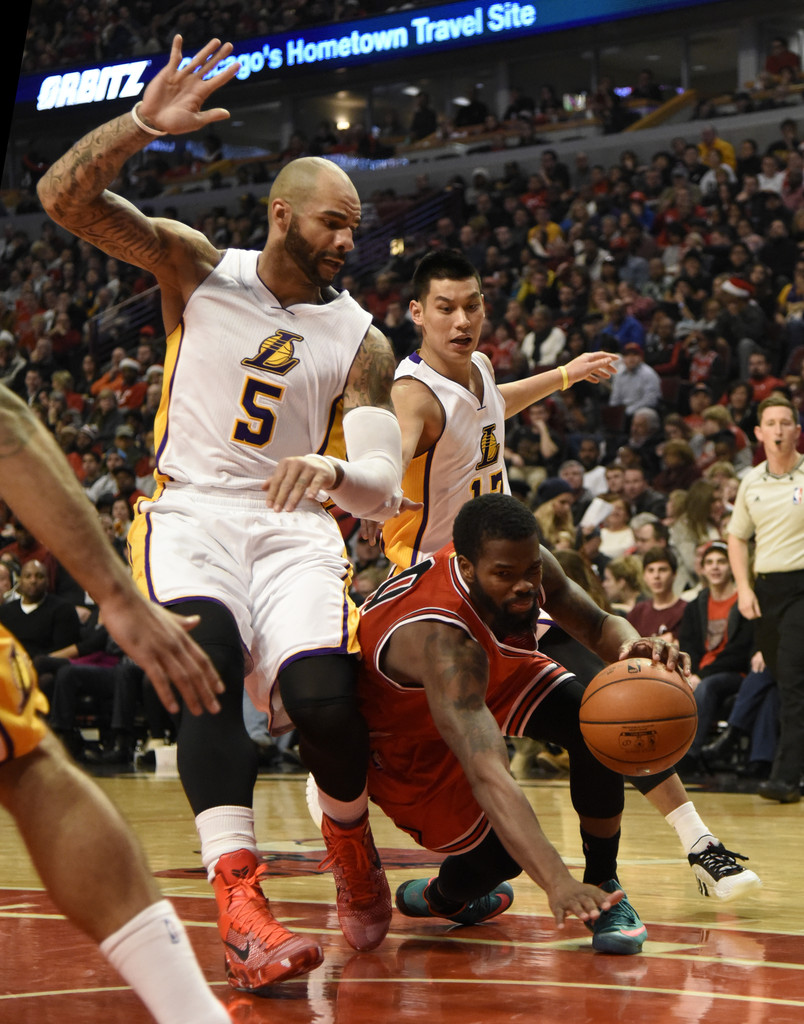 Carlos Boozer Photos Photos - Los Angeles Lakers v Chicago ...