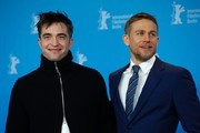 """British actor Robert Pattinson (L) and British actor Charlie Hunnam pose for photographers during a photocall for the film """"The Lost City of Z"""" presented at the Berlinale Special section of the 67th Berlinale film festival in Berlin on February 14, 2017. / AFP / Odd ANDERSEN"""