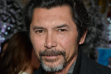 lou diamond phillips wiggles