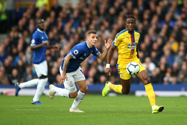 Everton FC vs. Crystal Palace - Premier League [player,sports,soccer player,sports equipment,football player,soccer,team sport,ball game,sport venue,football,wilfried zaha,lucas digne,possession,crystal palace,united kingdom,liverpool,everton fc,premier league,battle,match]