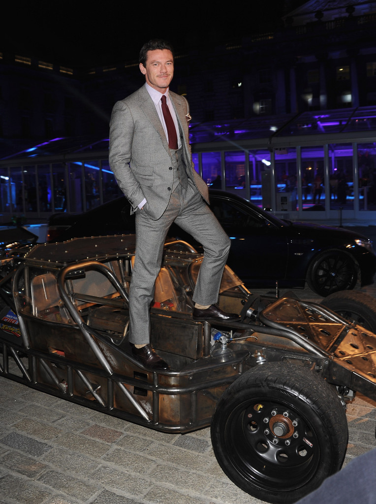 http://www1.pictures.zimbio.com/gi/Luke+Evans+Celebs+Attend+Fast+Furious+6+After+-r2gxAoFhpix.jpg