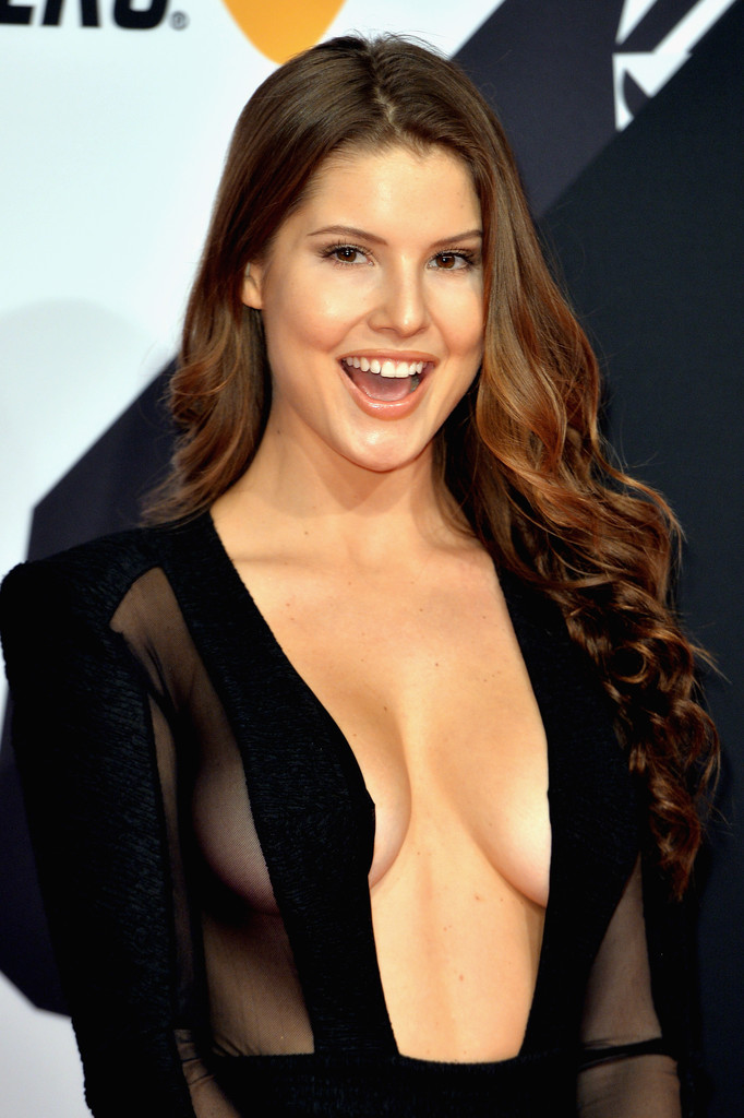 Nicki Minaj Nago >> Amanda Cerny Photos Photos - MTV EMA's 2015 - Red Carpet Arrivals - Zimbio