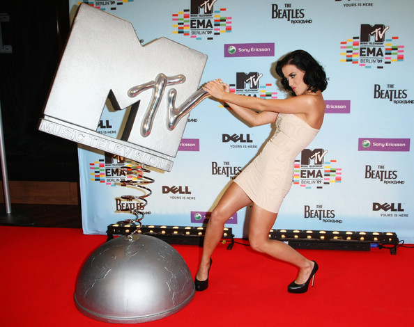 Host Katy Perry poses for a picture at the backstage boards during the 2009 MTV Europe Music Awards held at the O2 Arena on November 5, 2009 in Berlin, Germany.