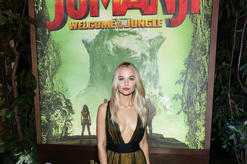 Madison Iseman Premiere of Columbia Pictures' 'Jumanji: Welcome to the Jungle' - Red Carpet