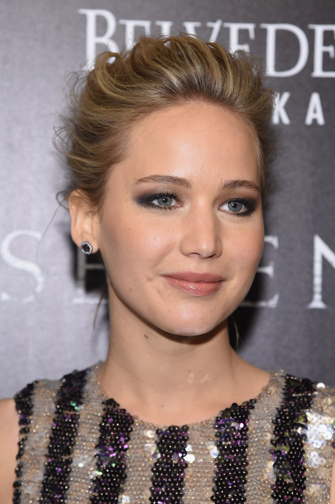 Jennifer Lawrence Leake Round 2d