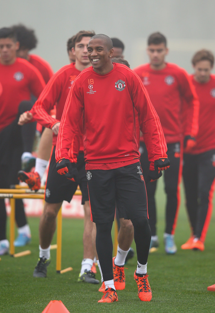 ashley young in manchester united training session zimbio. Black Bedroom Furniture Sets. Home Design Ideas