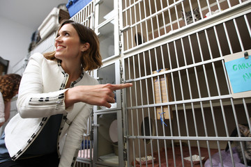 """Mandy Moore Purina Cat Chow """"Building Better Lives"""" Program"""