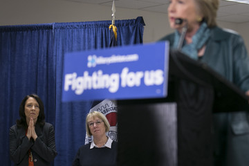 Maria Cantwell Hillary Clinton Campaigns in Washington State