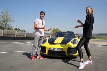 Maria Sharapova Mark Webber Maria Sharapova And Mark Webber Drive A Porsche 911 RT2 RS