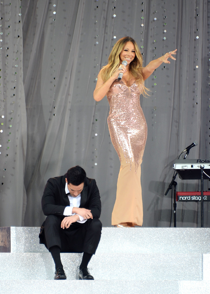 Mariah Carey - Mariah Carey Performs in NYC