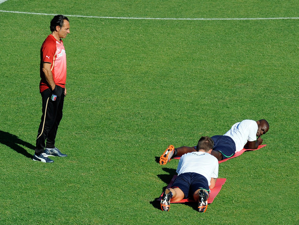 Prandelli watches over Balotelli and Cassano