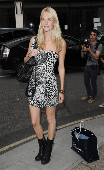 Poppy Delavigne attends Mario Testino's exhibition 'Kate Who?' at Phillips De Pury on July 5, 2010 in London, England.