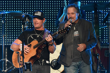 Marty Roe Chris Young in Concert
