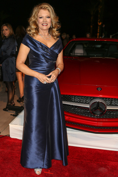 Mary hart photos photos mercedes benz arrivals at the for Mercedes benz of palm springs