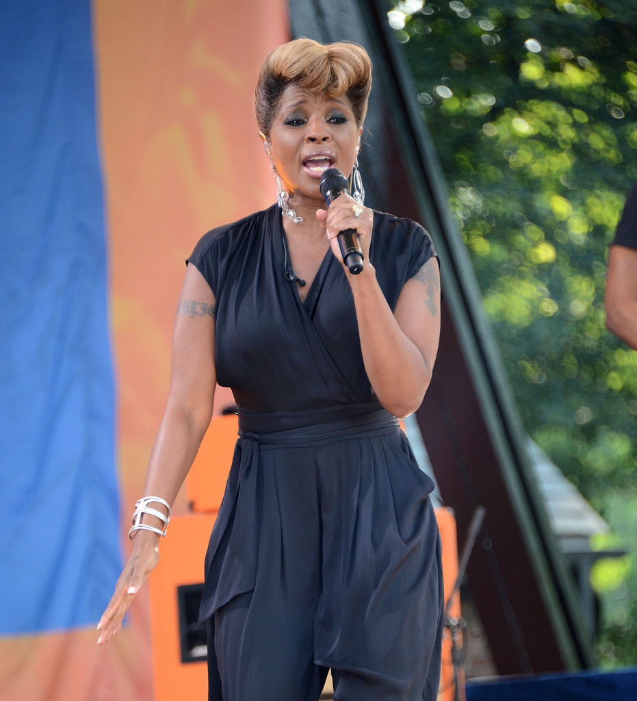 Good Morning America How Are You Chords : Mary j blige photos performs on