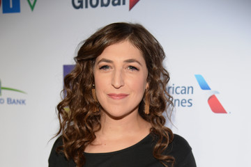 Mayim Bialik Hollywood Unites for the 5th Biennial Stand Up to Cancer Event (SU2C), a Program of the Entertainment Industry Foundation (EIF) - Red Carpet