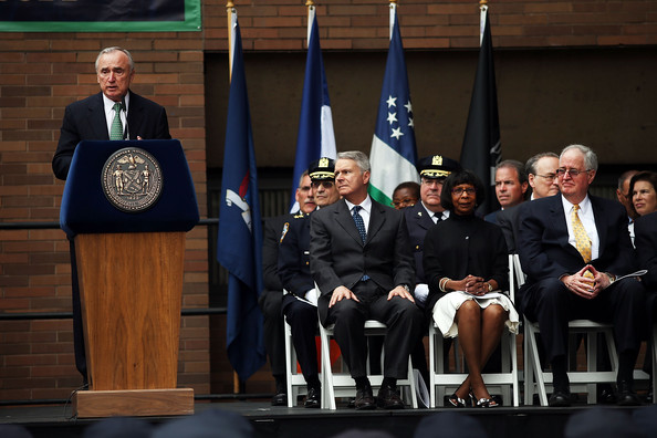 william bratton and the nypd New york — nypd commissioner william bratton is resigning from the department, months earlier than the 2017 date he and mayor bill de blasio had been saying for at least the last two weeks.
