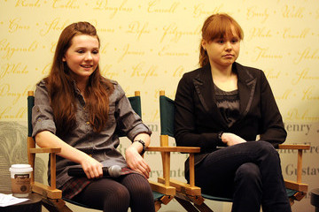 """Abigail Breslin Alison Pill Meet the Cast Of Broadway's """"The Miracle Worker"""" At Barnes & Noble"""
