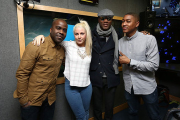 Melvin Odoom Aloe Blacc Performs Live At Kiss FM