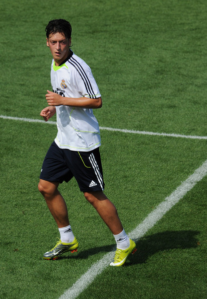 صور للاعب مسعود أوزيل ..◄███▓▒░ ஐ Mesut+Ozil+Real+Madrid+Training+Press+Conference+Z2YIFGWC0Kal