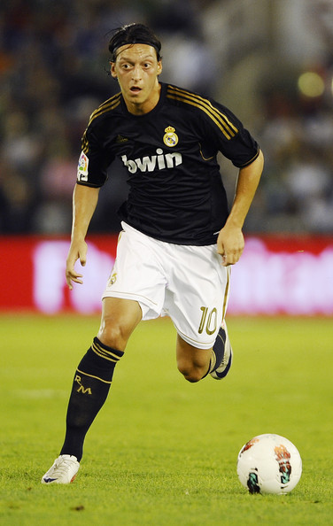 صور للاعب مسعود أوزيل ..◄███▓▒░ ஐ Mesut+Ozil+Real+Racing+Club+v+Real+Madrid+fPMogfE8ILxl
