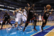 Shawn Marion and Chris Bosh Photos Photo