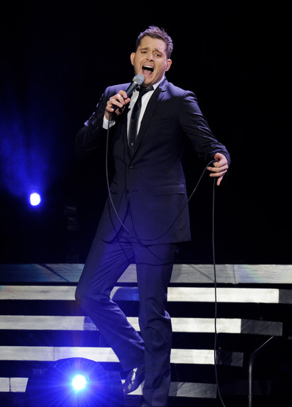 michael buble performs at the staples center zimbio. Black Bedroom Furniture Sets. Home Design Ideas