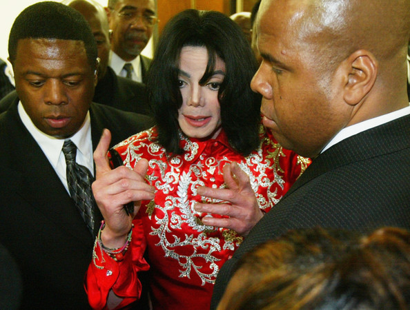 "Immagini era ""INVINCIBLE"" - Pagina 21 Michael+Jackson+Hospitalized+bt6Ar-ALwxCl"