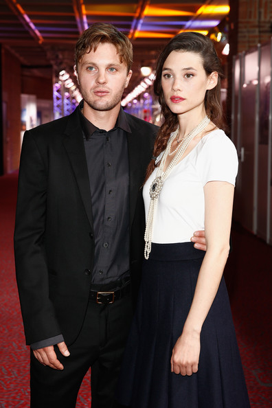 astrid berges frisbey and michael pitt photos award