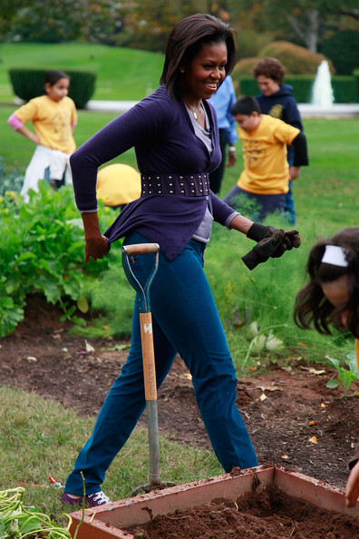 Michelle+Obama+School+Students+Help+Harvest+U-7m86Nym8cl.jpg