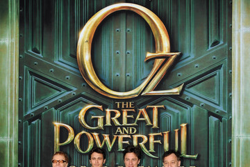 """Michelle Williams Sam Raimi Premiere Of Walt Disney Pictures' """"Oz The Great And Powerful"""" - Red Carpet"""