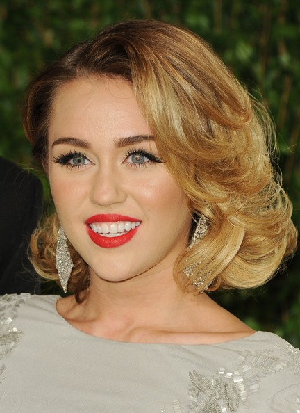 Miley+Cyrus+2012+Vanity+Fair+Oscar+Party+Hosted+WZ393p0babpl.jpg (432×594)