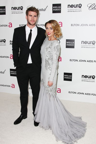 Miley Cyrus and Liam Hemsworth. - Page 4 Miley+Cyrus+20th+Annual+Elton+John+AIDS+Foundation+zVYMy-oQF7Xl