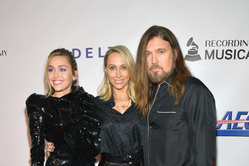 Miley Cyrus Billy Ray Cyrus MusiCares Person Of The Year Honoring Dolly Parton – Red Carpet