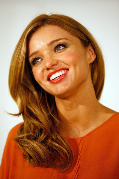 Miranda kerr 2009 medium hairstyles for Fine hair