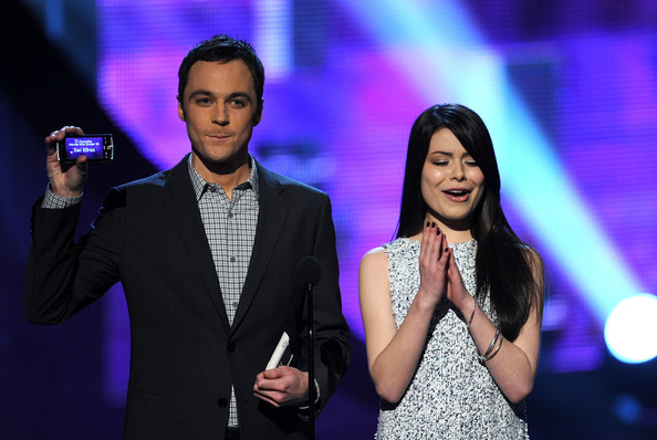 Miranda Cosgrove Actors Jim Parsons (L) and Miranda Cosgrove speak onstage during the 2011 People's Choice Awards at Nokia Theatre L.A. Live on January 5, 2011 in Los Angeles, California.