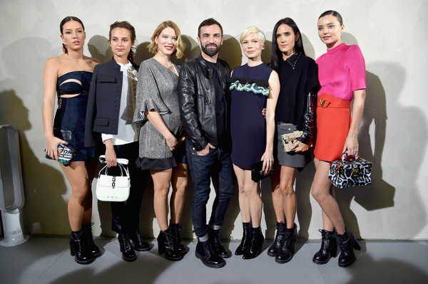 Louis Vuitton : Front Row - Paris Fashion Week Womenswear Spring/Summer 2017