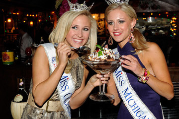 Taylor Treat Miss America Contestants Visit Buca Di Beppo Restaurant