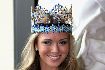 Ksenia Sukhinova Miss World & Miss World Australia Make Hospital Donation