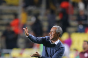 Roberto Hernandez, coach of Morelia gives instructions to his players during the quarter finals first leg match between Morelia and Toluca as part of the Torneo Clausura 2018 Liga MX at Jose Maria Morelos Stadium on May 3, 2018 in Morelia, Mexico.