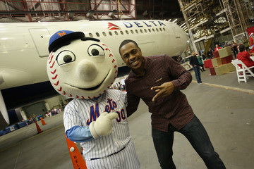 Mr. Met Delta Air Lines' Fifth Annual Holiday in the Hangar