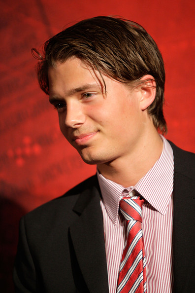 http://www1.pictures.zimbio.com/gi/NHL+Top+Prospects+Media+Luncheon+FPtYmhm184al.jpg