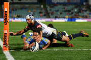 Ken Sio of the Eels beats Johnathan Thurston of the Cowboys to score a try in the corner during the round 13 NRL match between the Parramatta Eels and the North Queensland Cowboys at Pirtek Stadium on June 6, 2014 in Sydney, Australia.