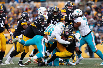 Ndamukong Suh Wild Card Round - Miami Dolphins v Pittsburgh Steelers