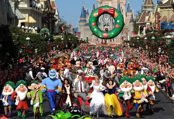 Neil Patrick Harris Hosts The Disney Christmas Day Parade TV ...