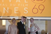 "Danish director Nicolas Winding Refn (C) poses with his wife Liv Corfixen (L) and US actress Elle Fanning as they arrive on May 20, 2016 for the screening of the film ""The Neon Demon"" at the 69th Cannes Film Festival in Cannes, southern France.  / AFP / ALBERTO PIZZOLI"