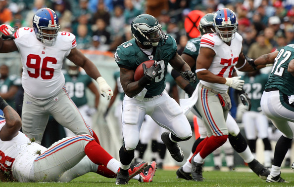 Leonard Weaver #43 of the <a class='sbn-auto-link' href='http://www.sbnation.com/nfl/teams/PHI'>Philadelphia Eagles</a> runs the ball enroute to a first quarter touchdown against the <a class='sbn-auto-link' href='http://www.sbnation.com/nfl/teams/NYG'>New York Giants</a> on November 1, 2009 at Lincoln Financial Field in Philadelphia, Pennsylvania.